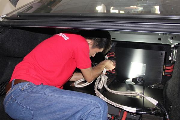 极致音乐享受 广州奕歌宝马525Li丹拿极致汽车音响改装