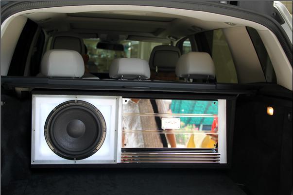 奔驰GLK300个性无损音乐改装尾箱工艺