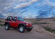 Jeep牧马人改装丹拿音响穿越冒险走河道
